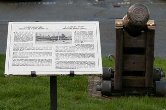 Esquimalt, Kanada: These cannons are in the historic Museum Square, which has free visitor parking