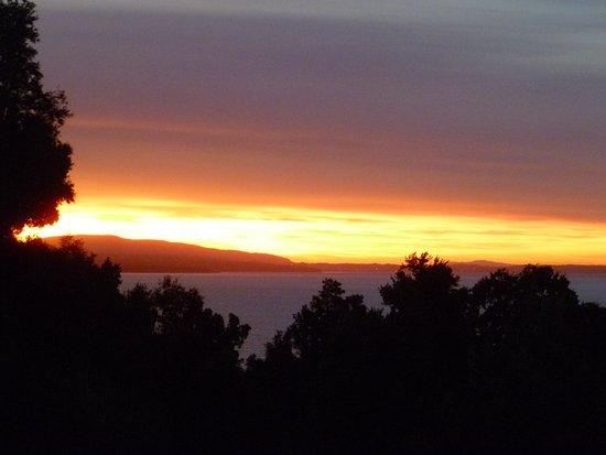 هوتل أنتومالال: Sunset at Antumalal