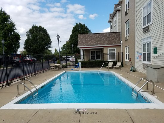 Hawthorn Suites by Wyndham Louisville North: Seasonal Outdoor Pool