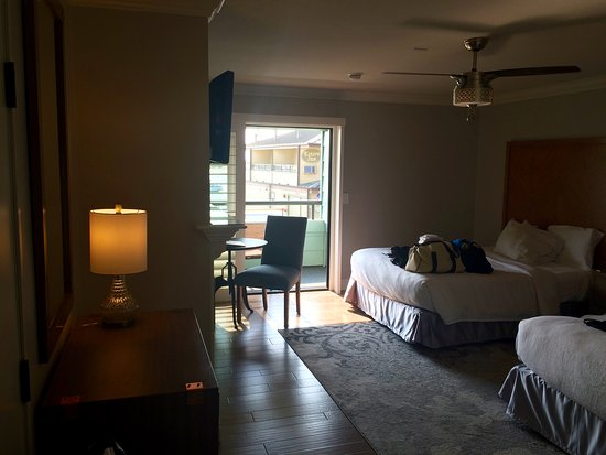 456 Embarcadero Inn & Suites: Double queen, accessible, view, pet friendly