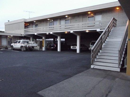 Morwell Parkside Motel: CAR PARK