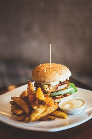 Waratah North, Australia: One of our awesome burgers !