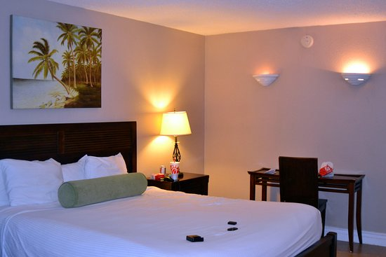 Tahitian Inn Hotel Cafe & Spa: Very roomy and very nice and clean.