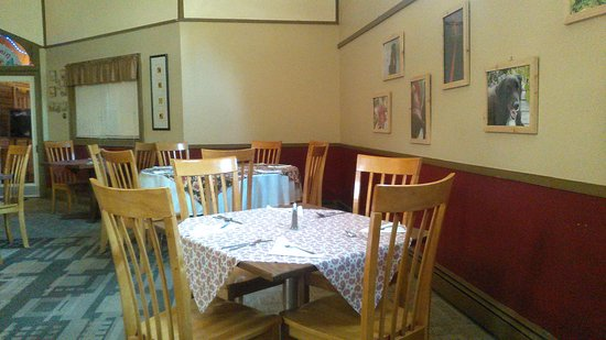 Houlton, ME: Dining area