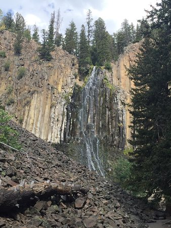 Palisade Falls : Short hike but it gets a bit steep. Lovely view at the top