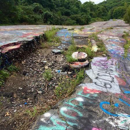 Centralia, เพนซิลเวเนีย: Nature reclaiming what man left behind