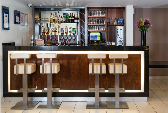 Holiday Inn Express Edinburgh - Royal Mile: Come and sample some local whiskies before exploring the city