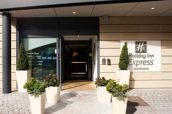 Holiday Inn Express Edinburgh - Royal Mile: Quiet location but minutes walk to many great pubs & restaurants