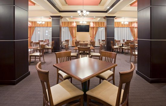 Holiday Inn Express Hotel & Suites Woodstock: Breakfast Bar