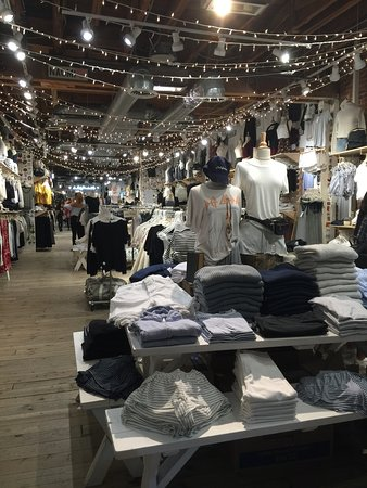 Third Street Promenade: Nightlife on the Promenade...stopping by classic chic Brandy Melville with my teen