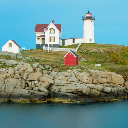Cape Neddick Nubble Lighthouse: Classic view of the lighthouse