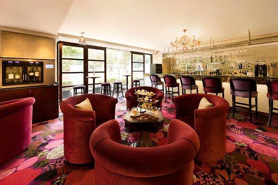 富豪九龍酒店: Regal Kowloon Hotel - V bar & lounge