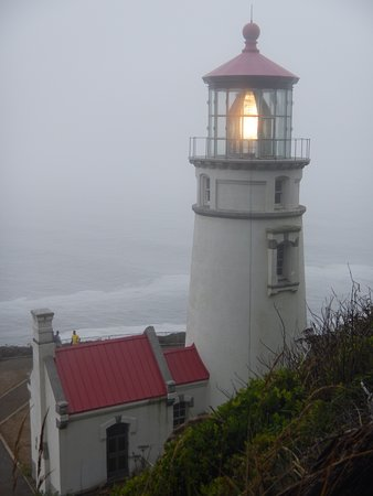 ‪‪Heceta Head Lighthouse‬: Fogged in at Haceta Head Lighthouse on the Oregon coast‬