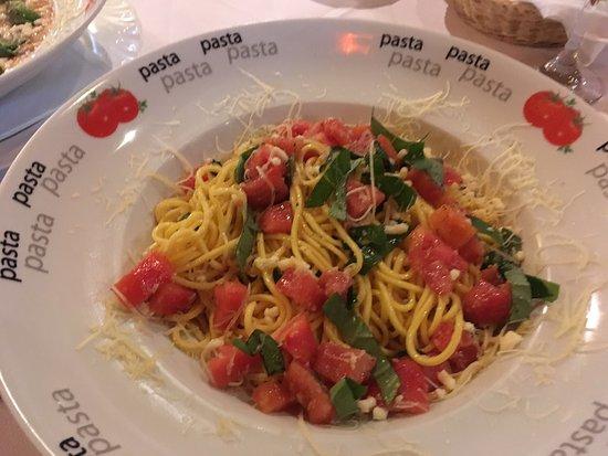 Fetuccini en salsa Ceferino (crema de leche, jamón ingles y ...