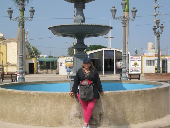 El Carmen District: plaza de armas de chincha baja pequeño muy lindo y su gente muy balegre
