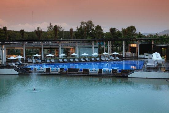 Angsana Villas Resort Phuket: Main pool at club lounge