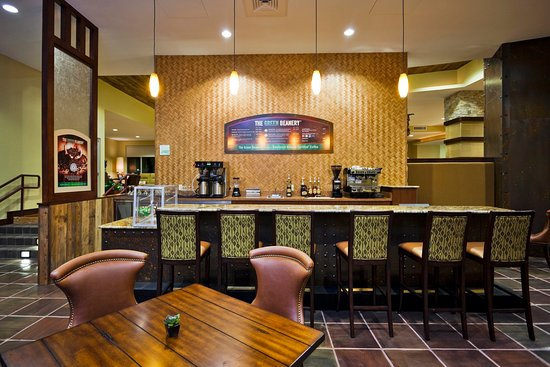 Holiday Inn San Antonio NW - Seaworld Area: Stop by the Lobby Bar to pick up your favorite refreshment