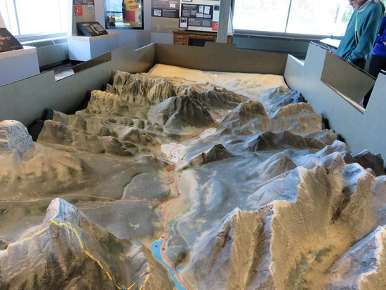 Crowsnest Pass, Kanada: Crowsnest area diorama that lights up for various points of interest. Hwy 3 runs down the middle