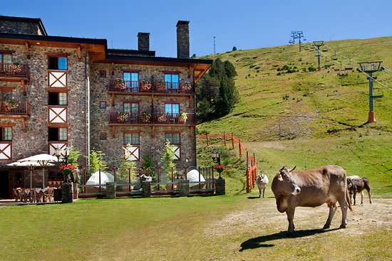 Grau Roig Andorra Boutique Hotel & Spa: Grau Roig Hotel Andorra Lounge With Cows