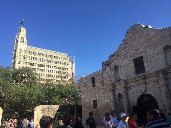 The Emily Morgan Hotel Near Alamo