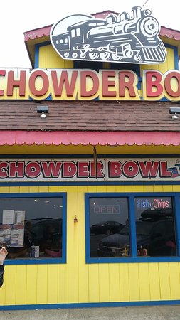 Depoe Bay, OR: front entrance to Chowder Bowl
