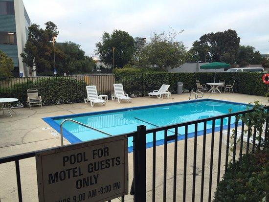 كواليتي إن أوكلاند إيربورت: Pool