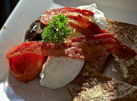 Stone Store Lodge Accommodation : wonderful breakfast!