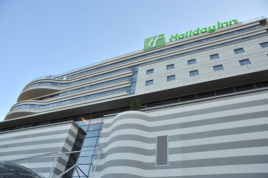 Holiday Inn Johannesburg-Rosebank: Hotel Exterior - view of exterior from ground level