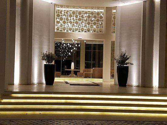 Pelagos Suites Hotel: 20160827_203921_large.jpg