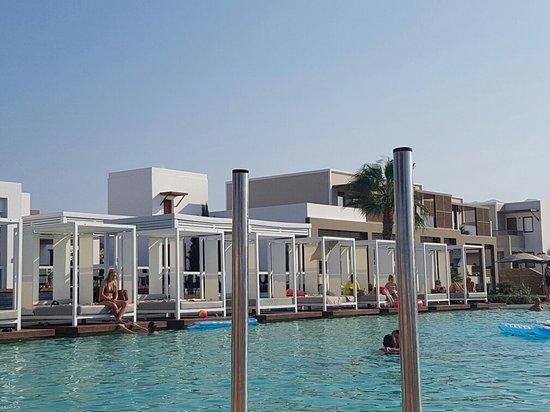 Pelagos Suites Hotel: 20160826_171055_large.jpg