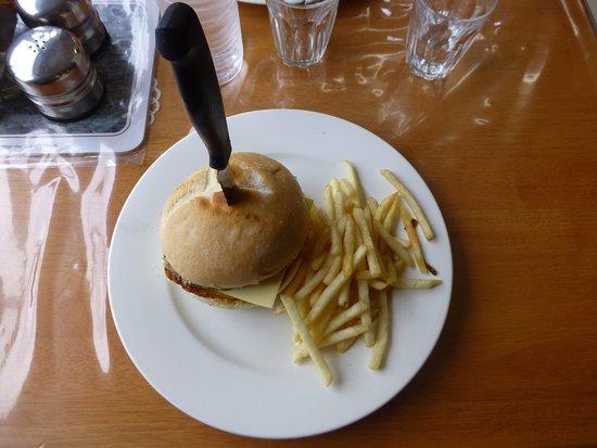 Derwent Bridge, Avustralya: Hamburguesa en The Hungry Wombat Cafe