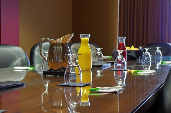 Pewaukee, WI: Boardroom Suite Available for Meetings or Family Gatherings