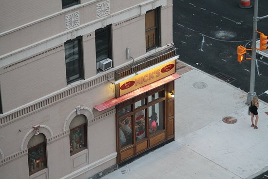 The Marmara Manhattan: Nicks resuraunt right across the street as soon as you step out of hotel.awesome food and pizza