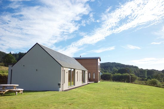 Barcaldine, UK: It sits on a slope and each room has a very good view to the Loch.