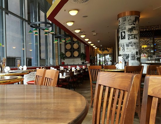 great restaurant and bar bild von haus der 100 biere am potsdamer platz 1 berlin tripadvisor. Black Bedroom Furniture Sets. Home Design Ideas