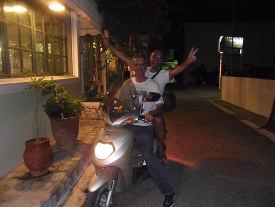 Vartholomio, Greece: E PER FINIRE.....SERVIZIO NAVETTA IMPROVVISATO!!