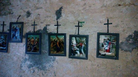 Castel di Ieri, Italy: interni...