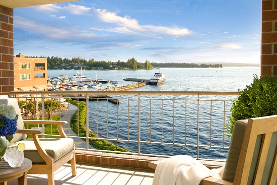 Woodmark Hotel & Still Spa : Woodmark Hotel_Interior_Guest Room Balcony