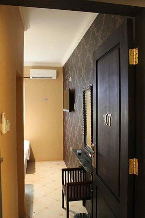 Twins Hotel: Room