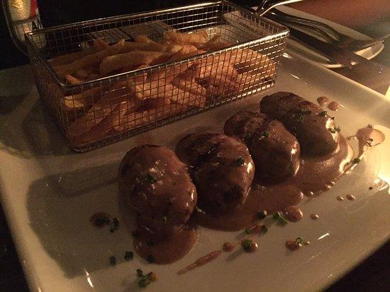 Les Zazous : Burgers with no buns !