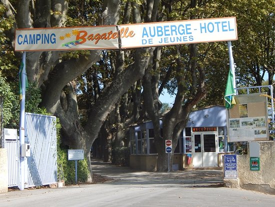 Hostel and Camping Bagatelle : Entrance of the camping ground
