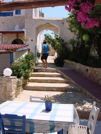 Maroulas, Yunani: entrée de la taverne