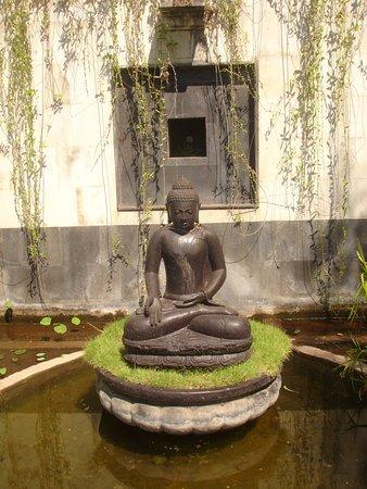 Buddha Im Garten Picture Of Zen Resort Bali Seririt Tripadvisor