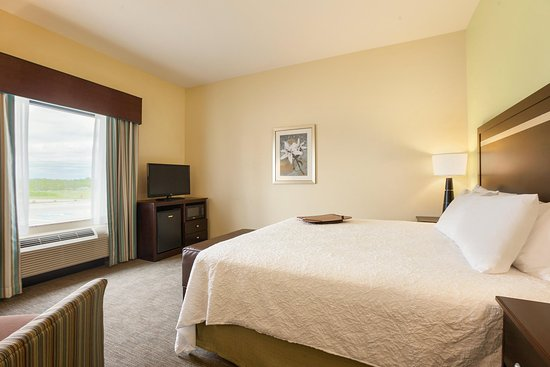 Belton, MO: One King Bed Guest Room