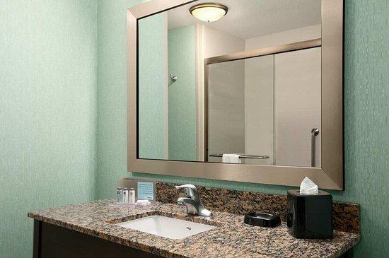 Belton, MO: Bathroom