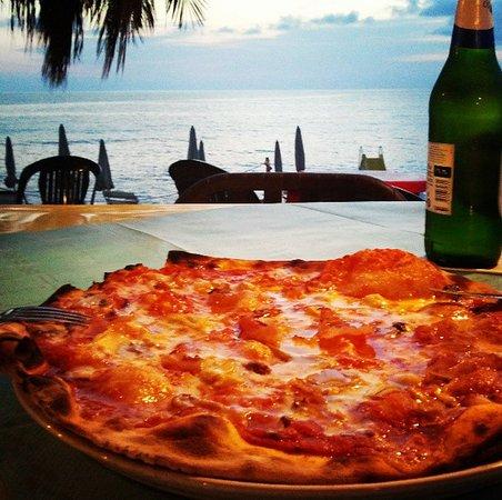 Pizza + birra con visuale unica :)