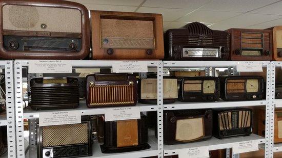 Rottenburg an der Laaber, Jerman: A closer view of about ten radios.