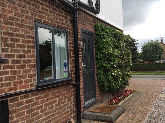 Heatherlea Guest House : side Entrance to Heatherlea