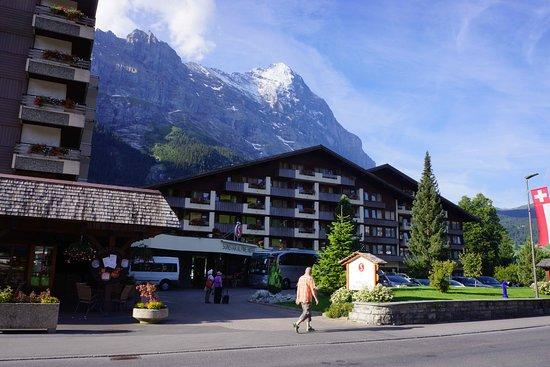 Sunstar Alpine Hotel Lenzerheide: ホテルの後ろがアイガーです。
