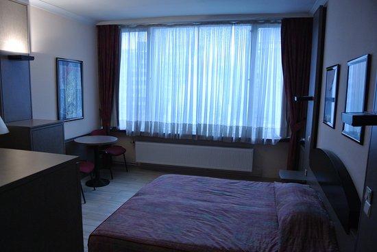 Chao Chow Palace: room